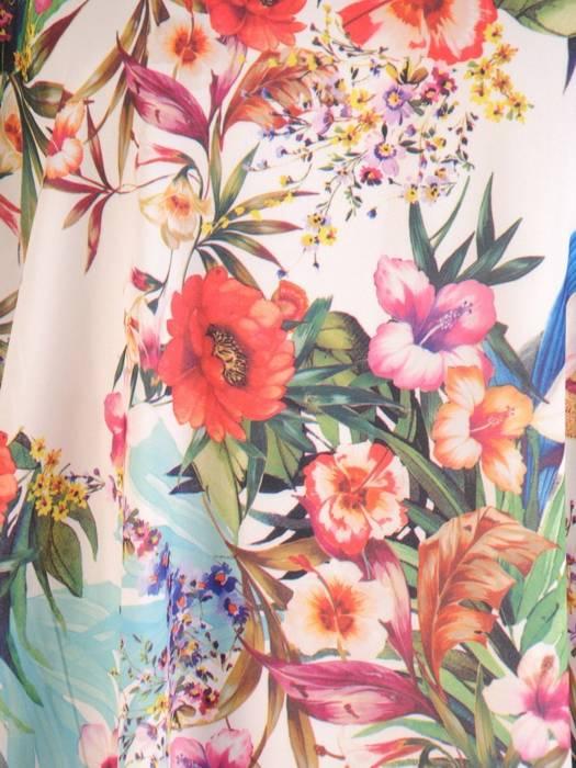 Rozkloszowana, zwiewna sukienka w kwiaty, wyszczuplająca kreacja 29610