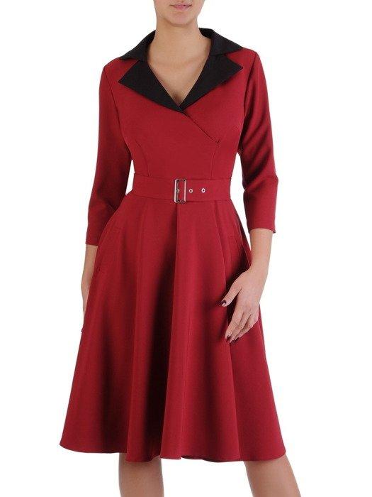 Sukienka bordowa 18350, rozkloszowana kreacja z kieszeniami.