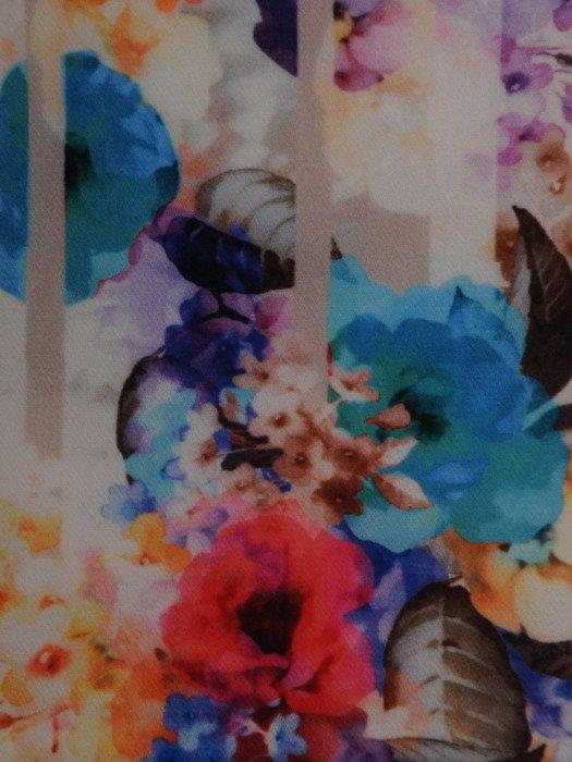 Sukienka damska Donna, wiosenna kreacja w kwiaty.