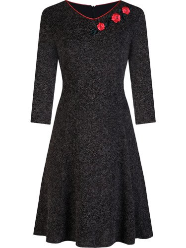 Sukienka damska Johana, jesienna kreacja z modnym haftem.