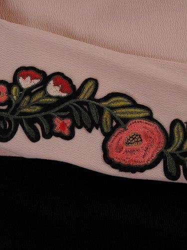 Sukienka damska Kaja II, wiosenna kreacja z oryginalnym wiązaniem w pasie.
