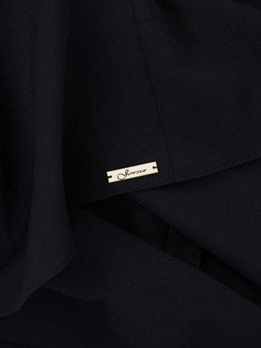 Sukienka damska Kalines, czarna kreacja w fasonie do trapezu.