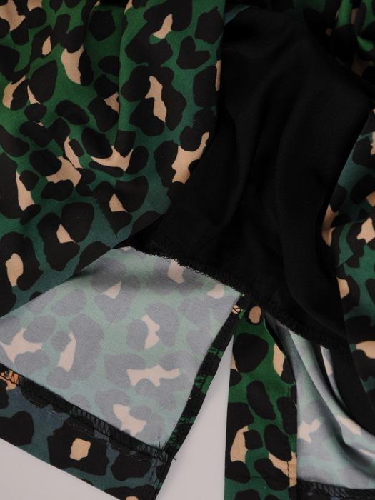 Sukienka w cieniowane cętki, prosta kreacja w modnym wzorze 20525.