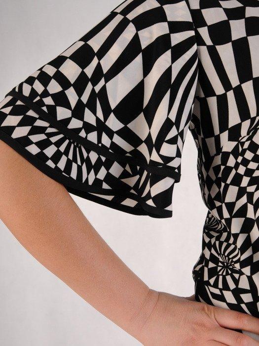 Sukienka w geometryczny wzór, luźna kreacja z wiązaniem 19598.