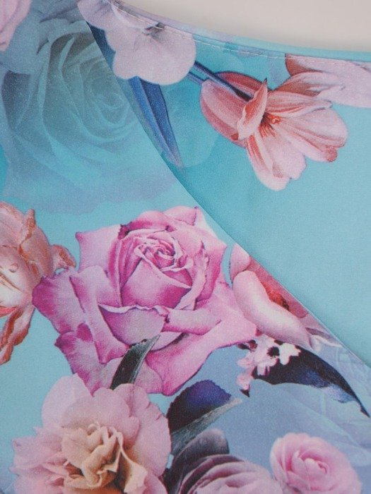Sukienka w kwiaty, prosta kreacja z tkaniny 26655