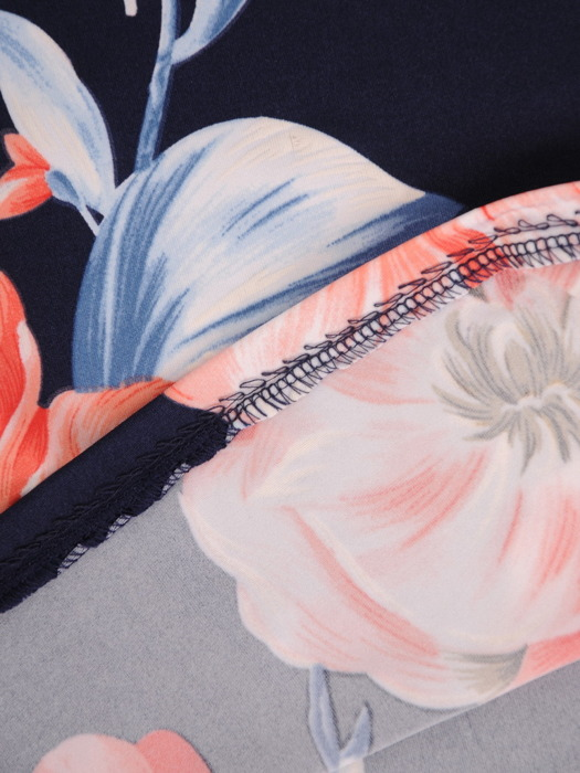 Sukienka w kwiaty, prosty fason z dekoltem w serek 21729.