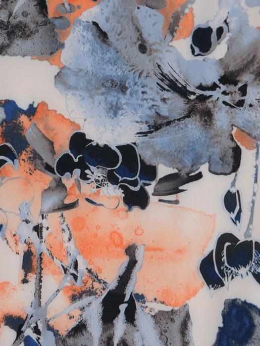 Sukienka w kwiaty, zwiewna kreacja w luźnym fasonie 21282.