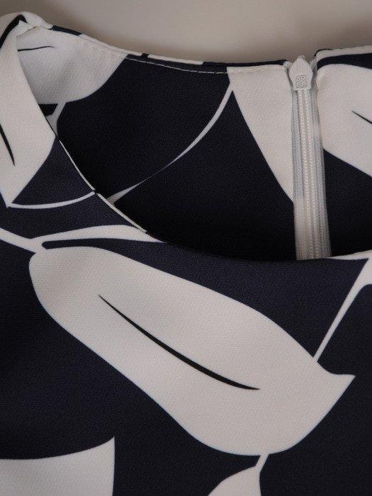 Sukienka w liście, granatowa kreacja w fasonie do trapezu 19979.