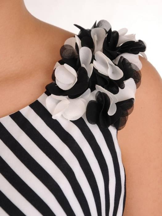 Sukienka w paski, kreacja z ozdobnymi ramiączkami 28290