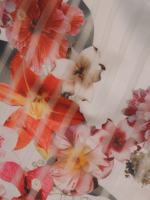 Sukienka wizytowa Ginewra, wiosenna kreacja w wyszczuplającym fasonie.