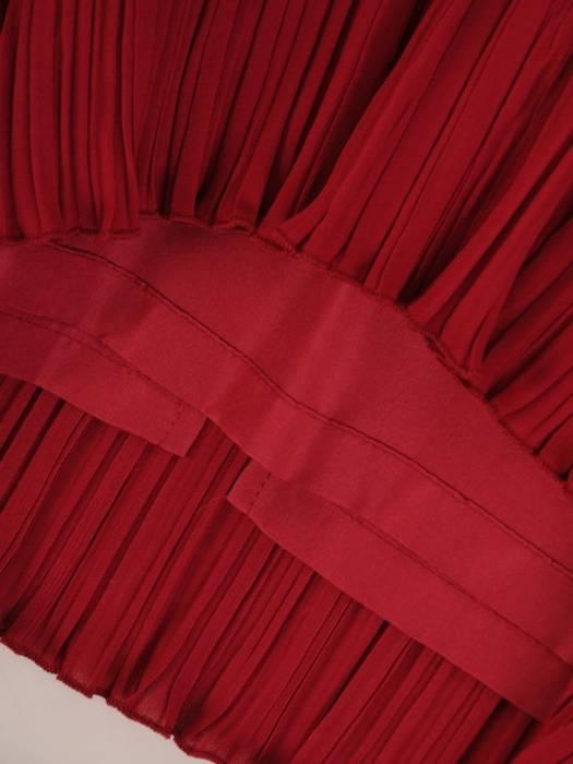 Sukienka wyjściowa, bordowa kreacja z ozdobnymi falbanami 26401