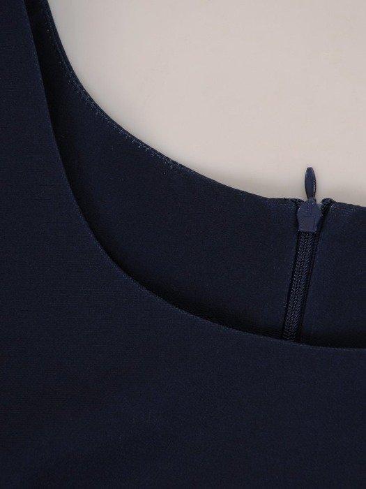 Sukienka wyszczuplająca, prosta kreacja z tkaniny 25649