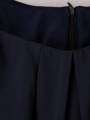 Sukienka z cieniowanej tkaniny 15204, modna kreacja w rozkloszowanym fasonie.