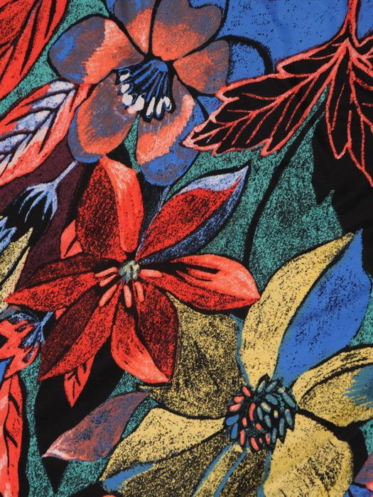 Sukienka z dzianiny, prosta kreacja w kwiaty 21200.