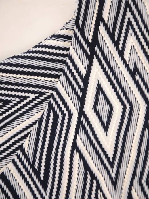 Sukienka z dzianiny, prosta kreacja w oryginalnym wzorze 28825
