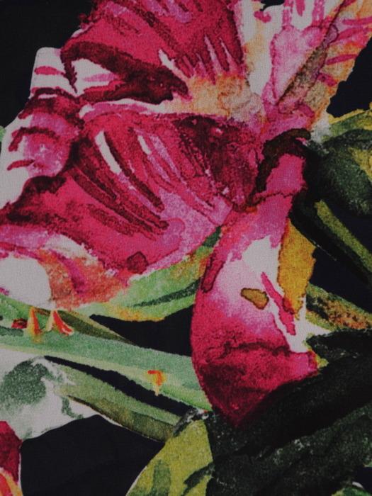 Sukienka z kopertową zakładką, rozkloszowana kreacja w kwiaty 21957