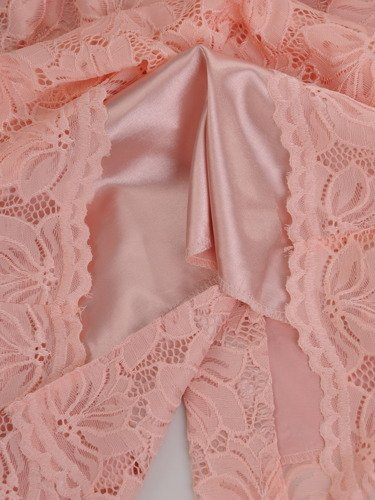 Sukienka z modnymi rękawami koronkowa