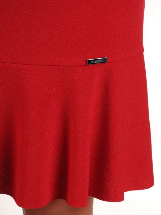 Sukienka z ozdobnymi kółkami, modna kreacja w kolorze czerwonym 23224