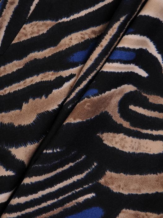 Sukienka z paskiem, jesienna kreacja w zwierzęcym wzorze 21948.