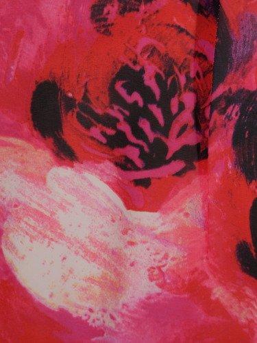 Sukienka z szyfonu Kristin V, zwiewna kreacja w kwiaty.