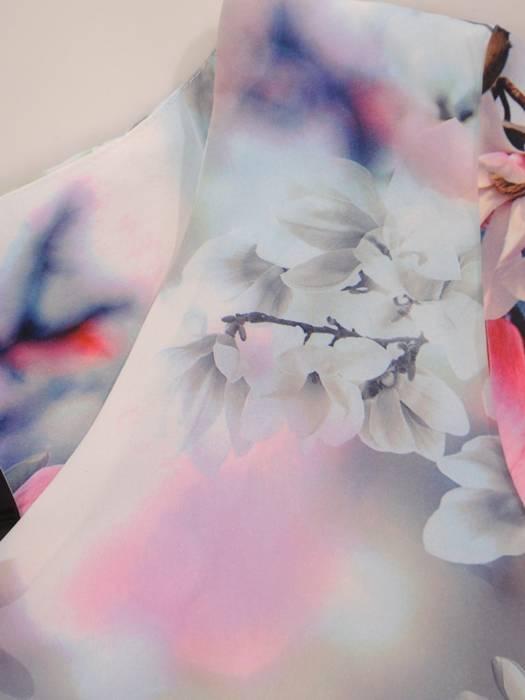 Sukienka z tkaniny, prosta kreacja w oryginalnym wzorze 26395
