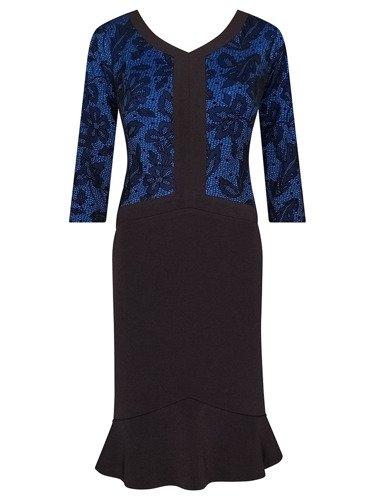 Sukienka z wyszczuplającą falbaną Sybilla I, jesienna kreacja z wzorzystej dzianiny.