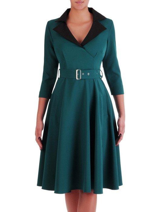 Sukienka zielona 18349, rozkloszowana kreacja z kieszeniami.
