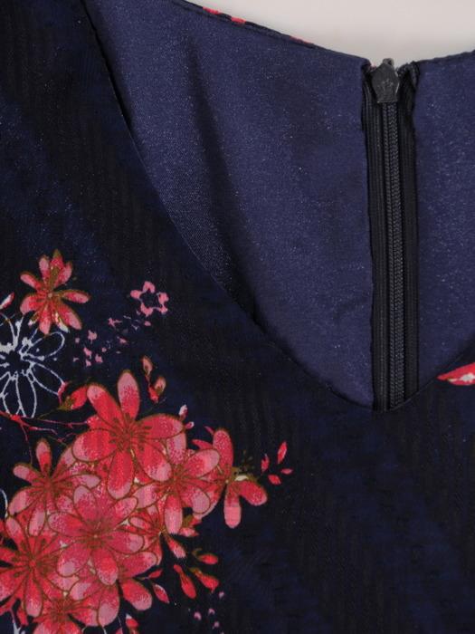 Szyfonowa sukienka w fasonie do trapezu, kreacja w kwiaty 22205.