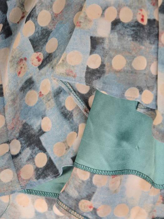 Szyfonowa sukienka z rozpinanym dekoltem i gumką w pasie 31072