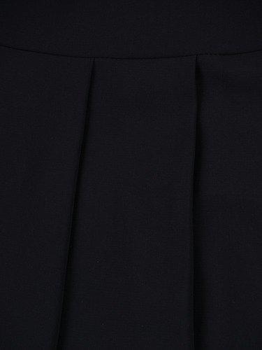 Szyfonowa suknia Aurelia I, czarna kreacja z rozkloszowanym dołem.