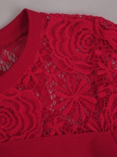 Trapezowa sukienka Beatrycze IV, wiosenna kreacja z koronkowym karczkiem.