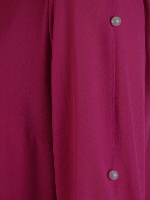 Trapezowa sukienka z szyfonu, kreacja z perełkami na rękawach 25808