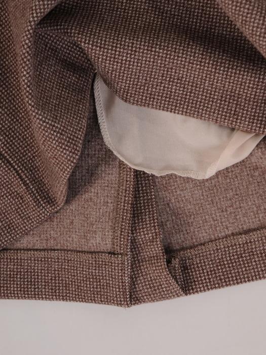 Wełniana sukienka z nowoczesną baskinką, stylowa kreacja w pepitkę 22977