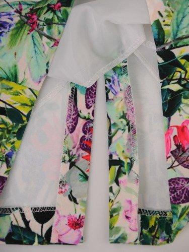 Wiosenna sukienka z efektownym, roślinnym nadrukiem 16139.