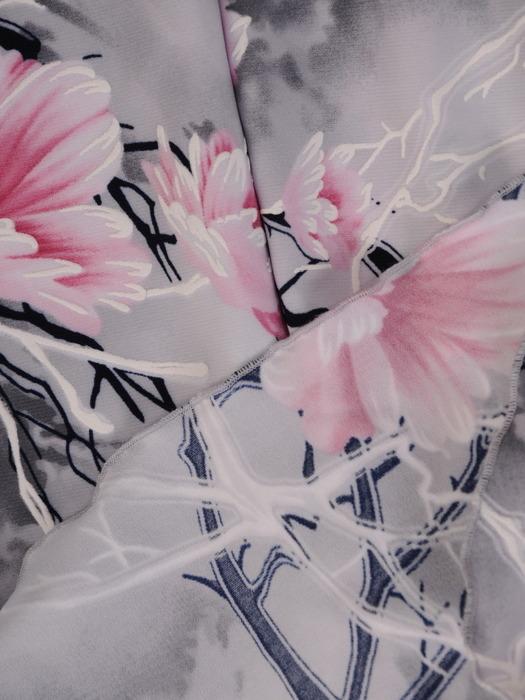 Wyszczuplająca sukienka z klinami, elegancka kreacja w kwiaty 21508