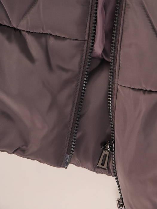 Wyszczuplający płaszcz z pikowanej tkaniny z kapturem 30708