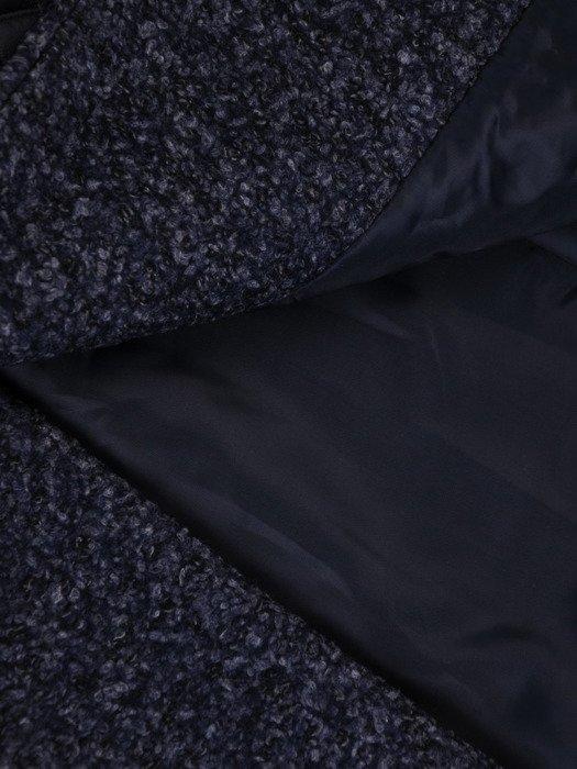 Wyszczuplający płaszcz z pikowanym wykończeniem 18123.