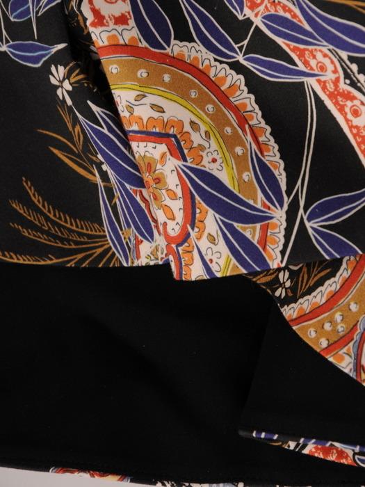 Wzorzysta sukienka z ozdobną falbaną, wiosenna kreacja w kobiecym fasonie 20705
