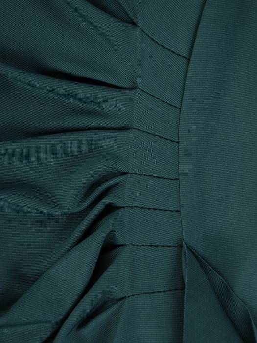 ZIelona sukienka z koronkowymi rękawami i ozdobną falbaną 26925