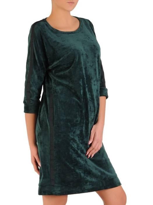 Zielona welurowa sukienka, kreacja z modnymi wstawkami 28046