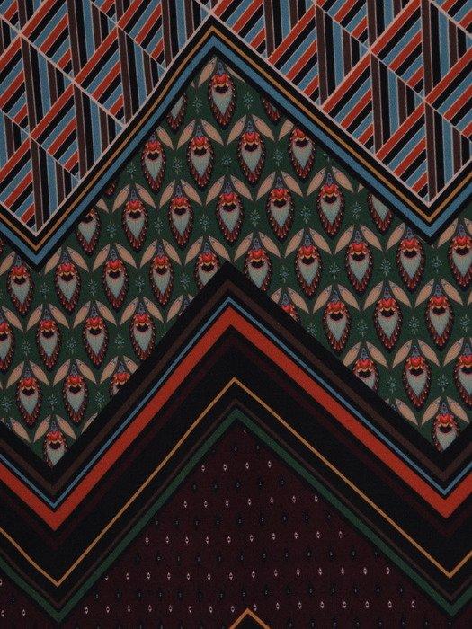 sukienka damska 18394, dzianinowa kreacja w geometrycznym wzorze.