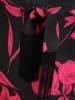 Czarna sukienka w kwiaty, kreacja z paskiem zdobionym frędzlami 30354